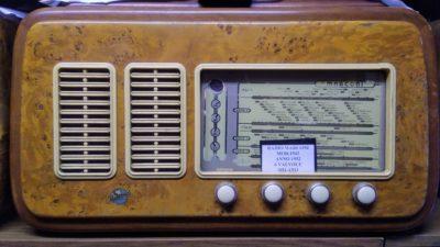 Radio MARCONI 1952 per Gentile concessione di Antonello Basilio ( Collezionista ) radio valvolare